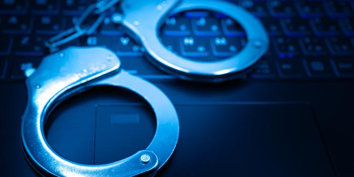 サイバー犯罪で逮捕される